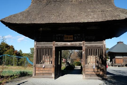 22番童氏堂(永福寺)茅葺の仁王門.JPG