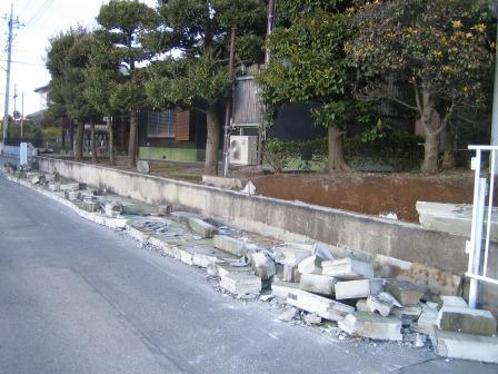 地震被害・大谷石塀の倒壊.jpg